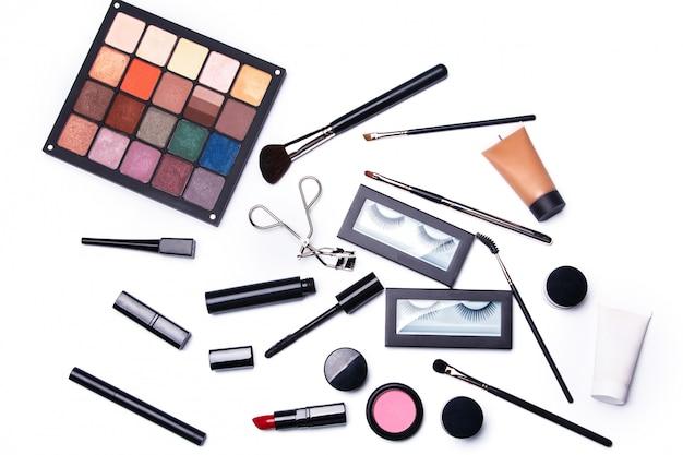 Verschillende make-up objecten en cosmetica