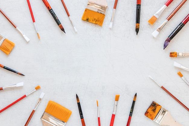 Verschillende maten verf penseel kopie ruimte achtergrond