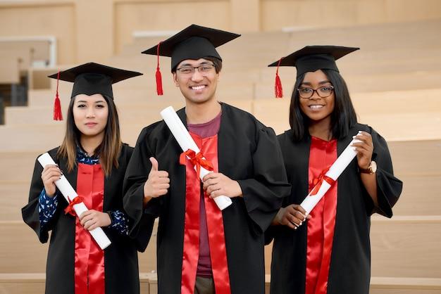 Verschillende nationaliteiten, universitair afgestudeerden.