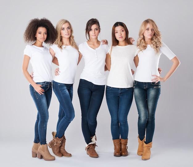 Verschillende nationaliteiten van jonge vrouwen