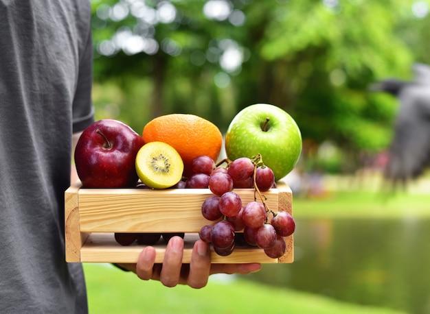Verschillende soorten fruit en groenten, gezonde voeding en yoga-levensstijl