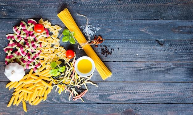 Verschillende soorten italiaanse pasta