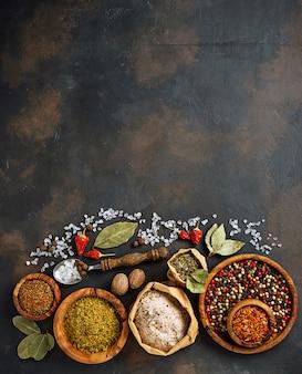 Verschillende soorten kruiden en specerijen