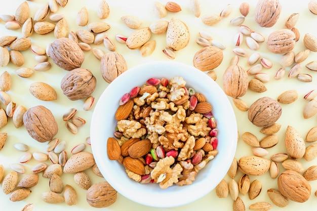 Verschillende soorten noten - diverse walnoten
