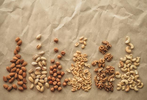 Verschillende soorten noten op papier