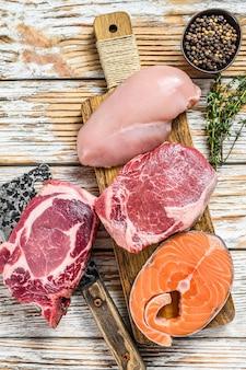Verschillende soorten rauw vlees steaks arrangement
