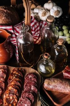 Verschillende voedingsmiddelen rond oliën