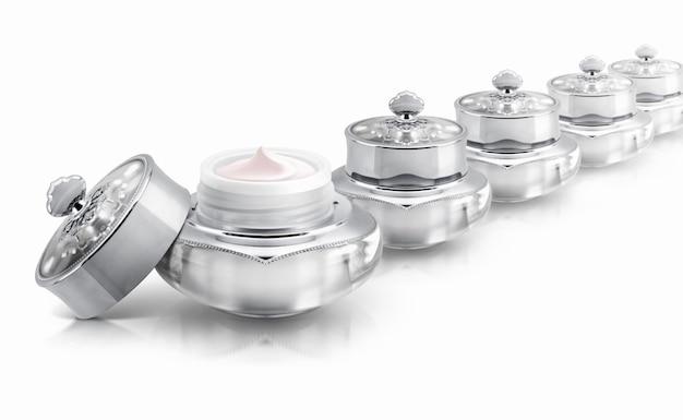 Verschillende zilveren luxe cosmetische potten