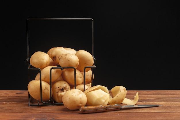 Verse aardappelen in de mand