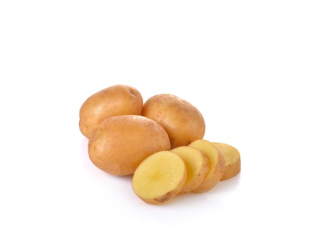 Verse aardappelen op witte muur