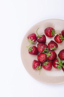 Verse aardbeien op de plaat