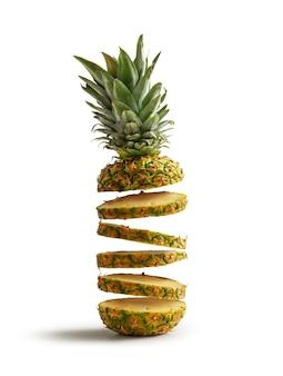 Verse ananas in plakjes gesneden vliegen