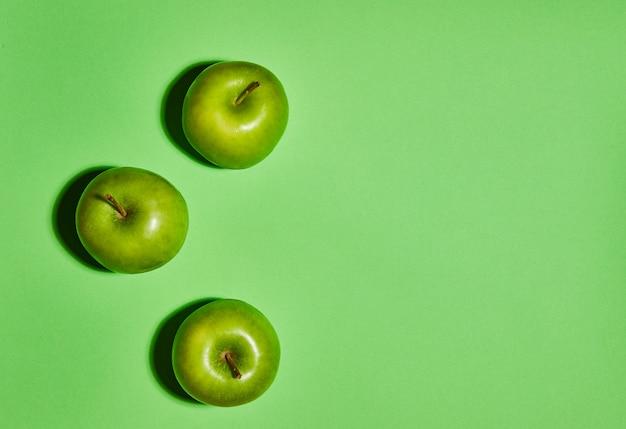 Verse appels op groene achtergrond