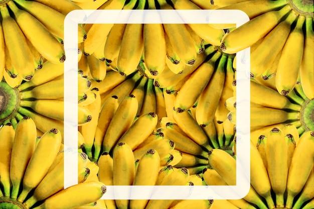 Verse banaan gele achtergrond met witte vorm
