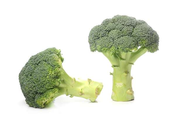 Verse broccoli geïsoleerd