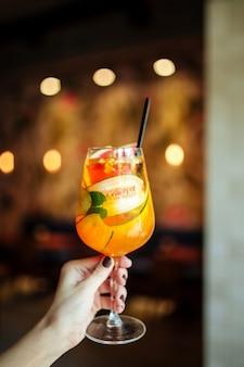 Verse citrus zomer alcoholische cocktail in een glas