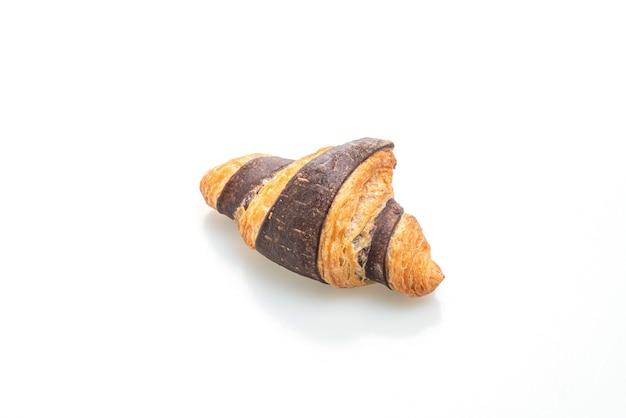 Verse croissant met chocolade geïsoleerd op wit