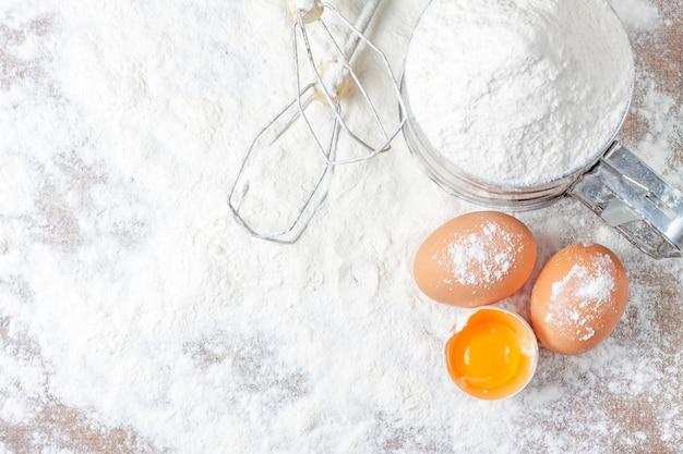Verse eieren op houten