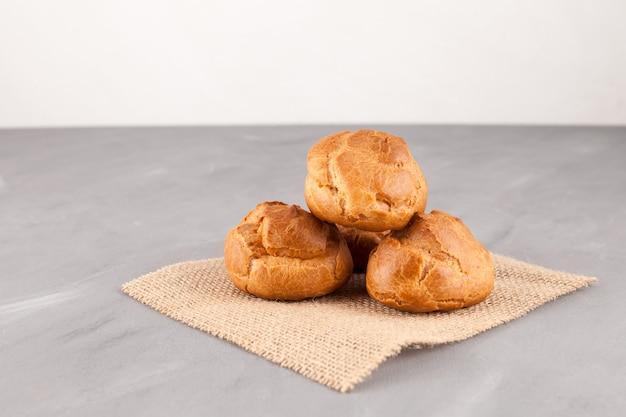Verse franse broodjes. zelfgemaakt bakken.