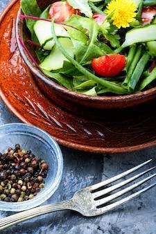 Verse gemengde groene salade