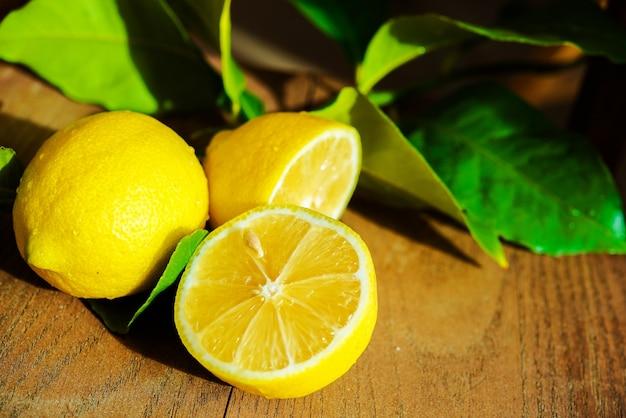 Verse gesneden citroen
