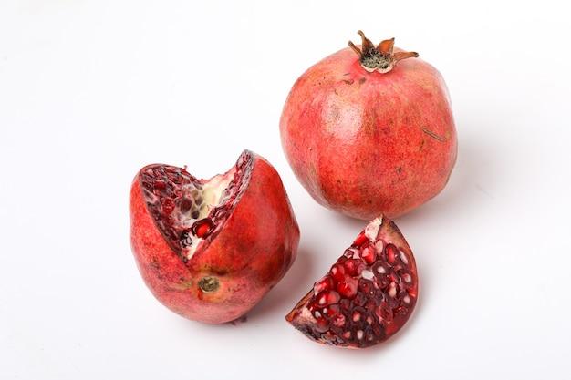 Verse granaatappel met plak