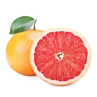 Verse grapefruit met bladeren geïsoleerd op wit