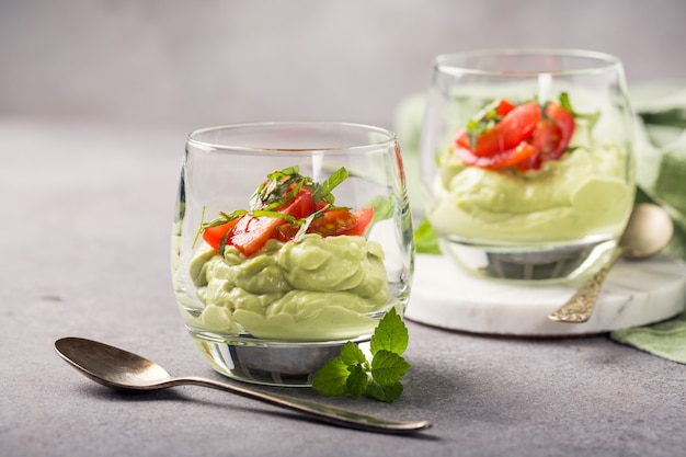 Verse groene avocadomousse