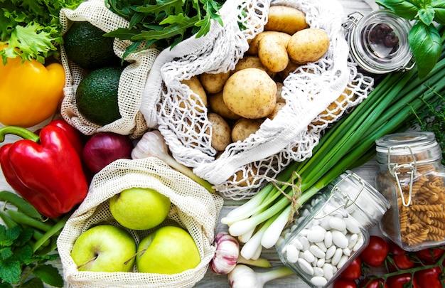 Verse groenten in eco katoenen zak