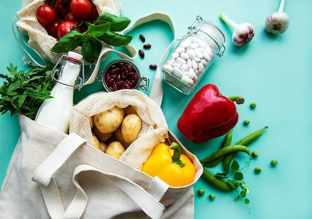 Verse groenten in eco katoenen zakken