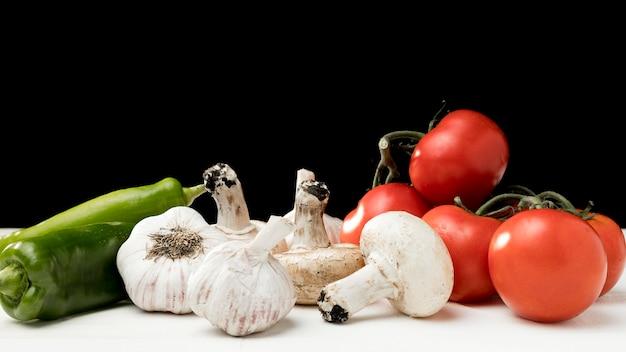 Verse groenten op tafel