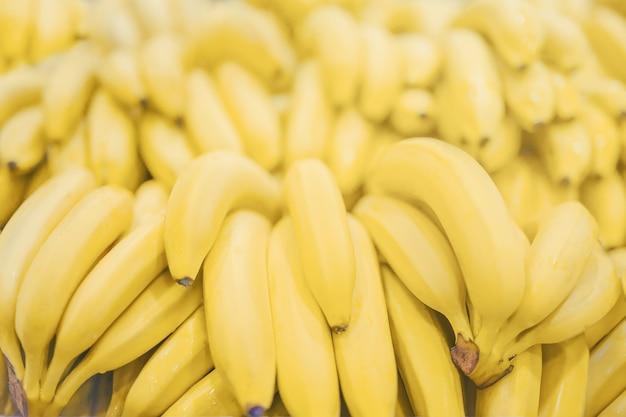 Verse heldere banaan zonnige gele achtergrondtextuur licht gekleurd.