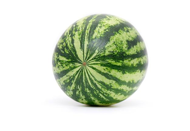 Verse hele watermeloen geïsoleerd, volledig groene watermeloen berry