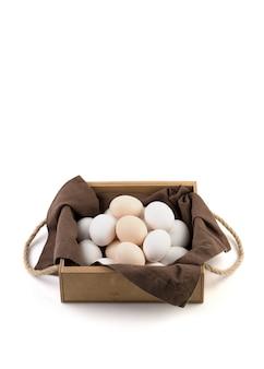 Verse kippeneieren worden in een mooie verpakking geplaatst.