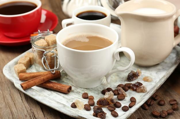 Verse koffie met verschillende ingrediënten