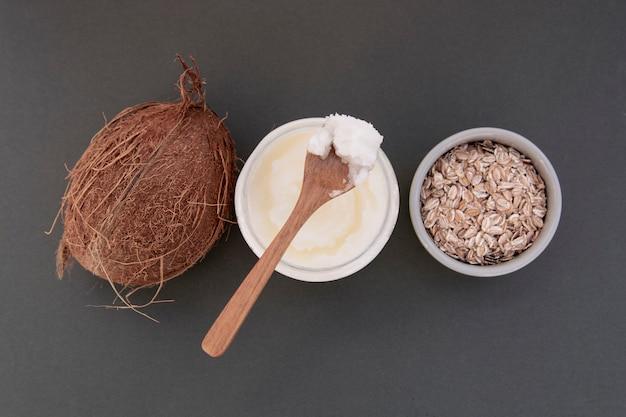 Verse kokosboterfles, voor schoonheidsverzorging of gezond veganistisch eten.