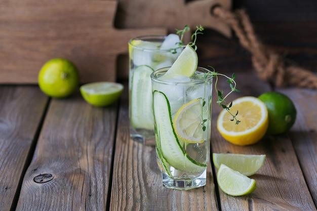 Verse komkommercocktail in een glas