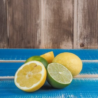 Verse limoenen en citroenen