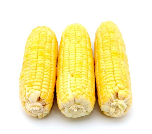 Verse maïs geïsoleerd op een witte achtergrond Premium Foto