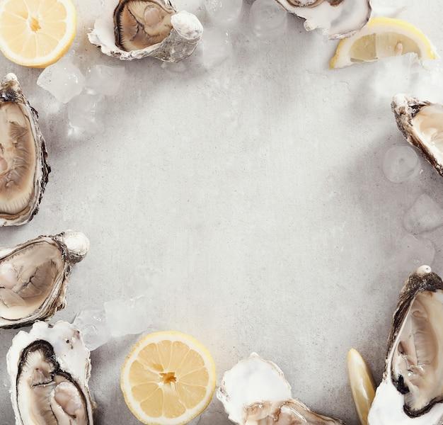 Verse oester met citroen
