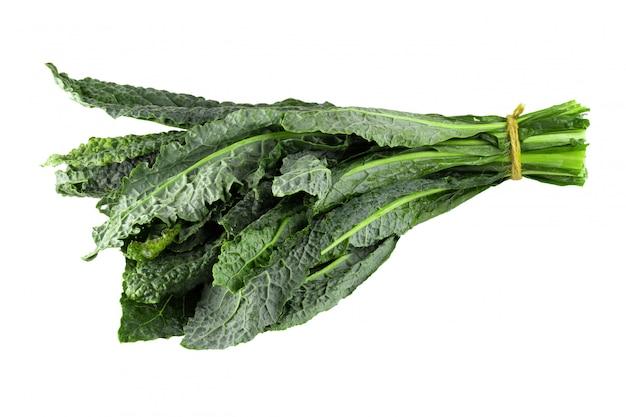 Verse organische groene boerenkool geïsoleerde bladeren
