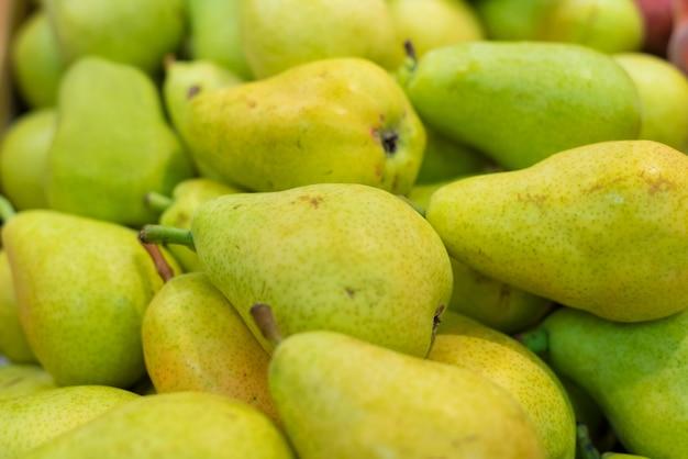 Verse peren in de supermarkt ondiepe dof