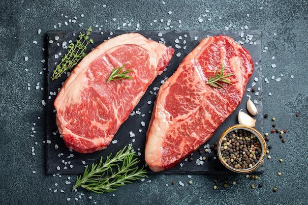 Verse rauwe prime black angus beef-steaks.
