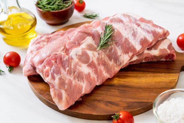 Verse rauwe varkensribbetjes