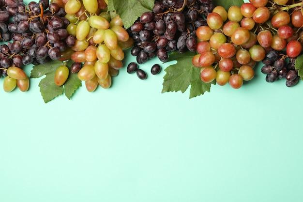 Verse rijpe druif op munt, ruimte voor tekst