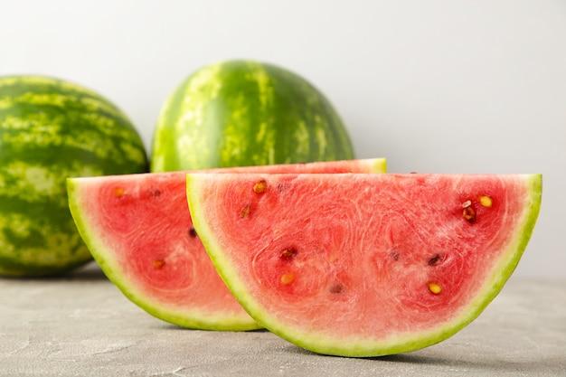 Verse rijpe gestreepte gesneden watermeloen