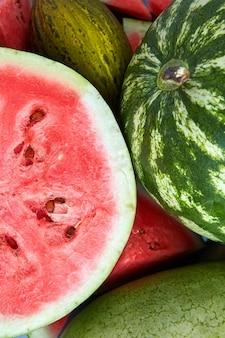 Verse rijpe meloen en watermeloenplakken