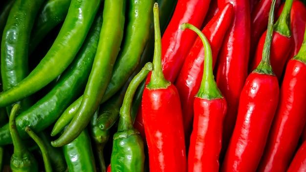 Verse rode pepers achtergrond, selectieve aandacht. thaise pepers. organisch ingrediënt thais eten.