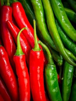 Verse rode pepers achtergrond. thaise pepers. organisch ingrediënt thais eten.