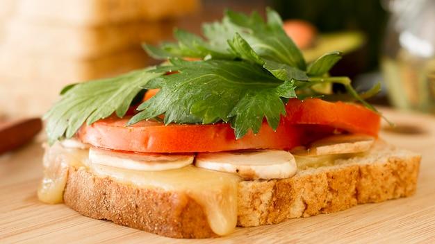 Verse sandwich op tafel